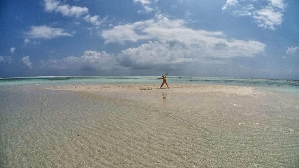 Isola di sabbia all'atollo di Mnemba