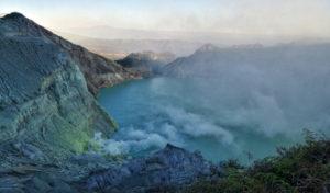 Il lago sulfureo del Kawah Ijen