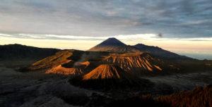 Caldera del Tengger, con i suoi tre vulcani: il Monte Bromo, il Batok e il Semeru