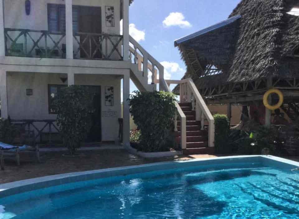 Esterno e piscina GOasis
