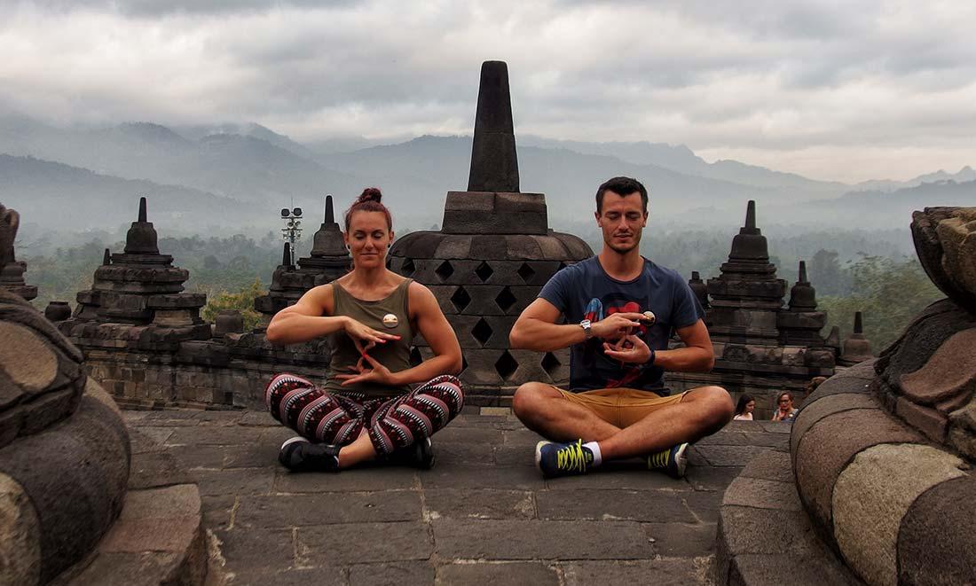 Borobudur: Impiegata Giramondo e il suo staff