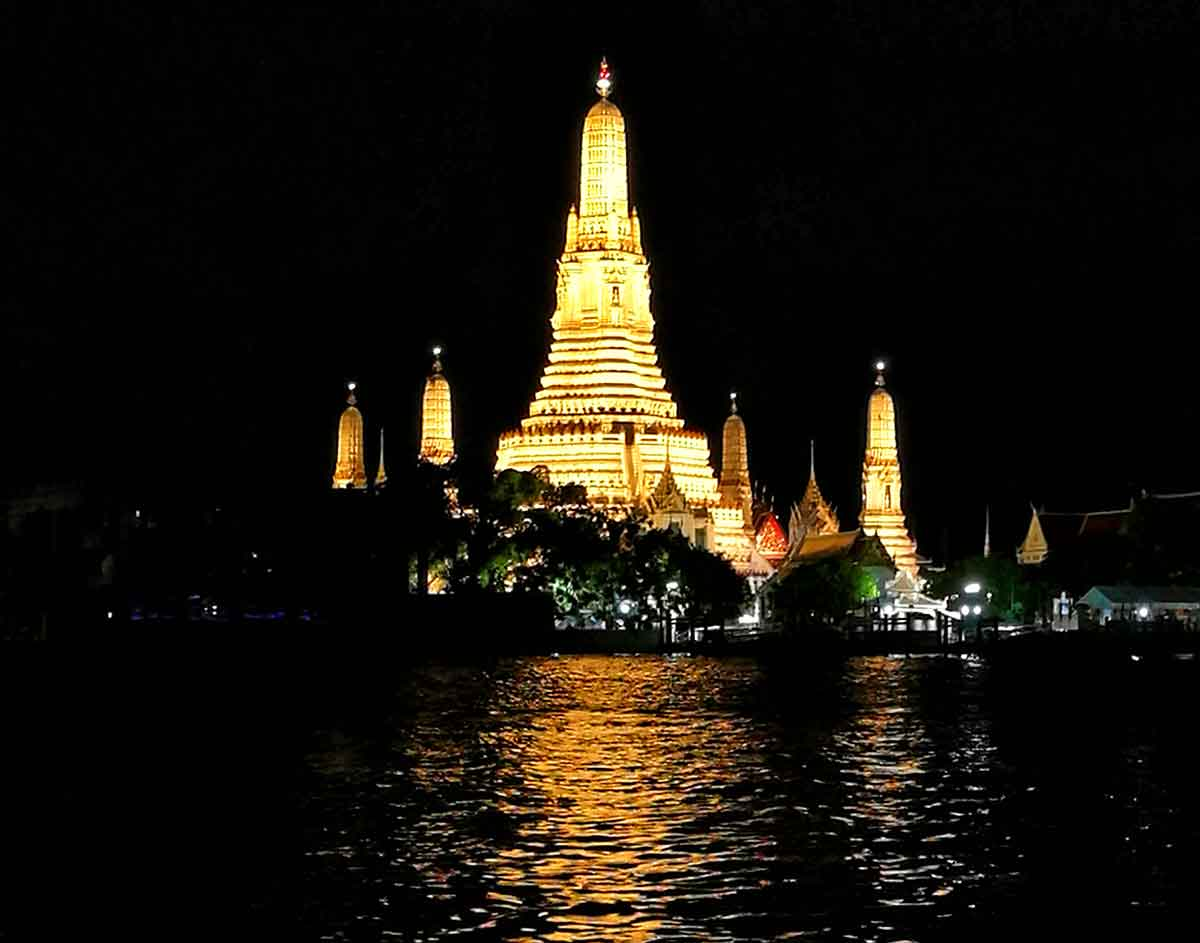 Bangkok, Wat Arun illuminato la sera