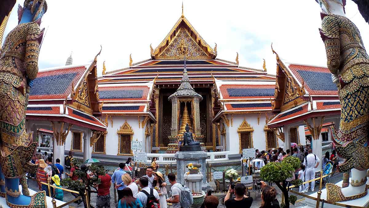 L'ingresso al Wat Phra Haew, Bangkok