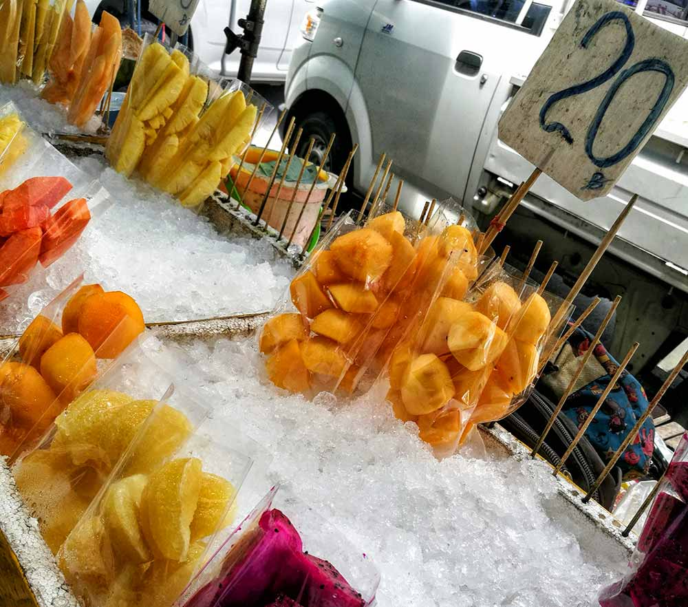 Bancarella di frutta a Bangkok