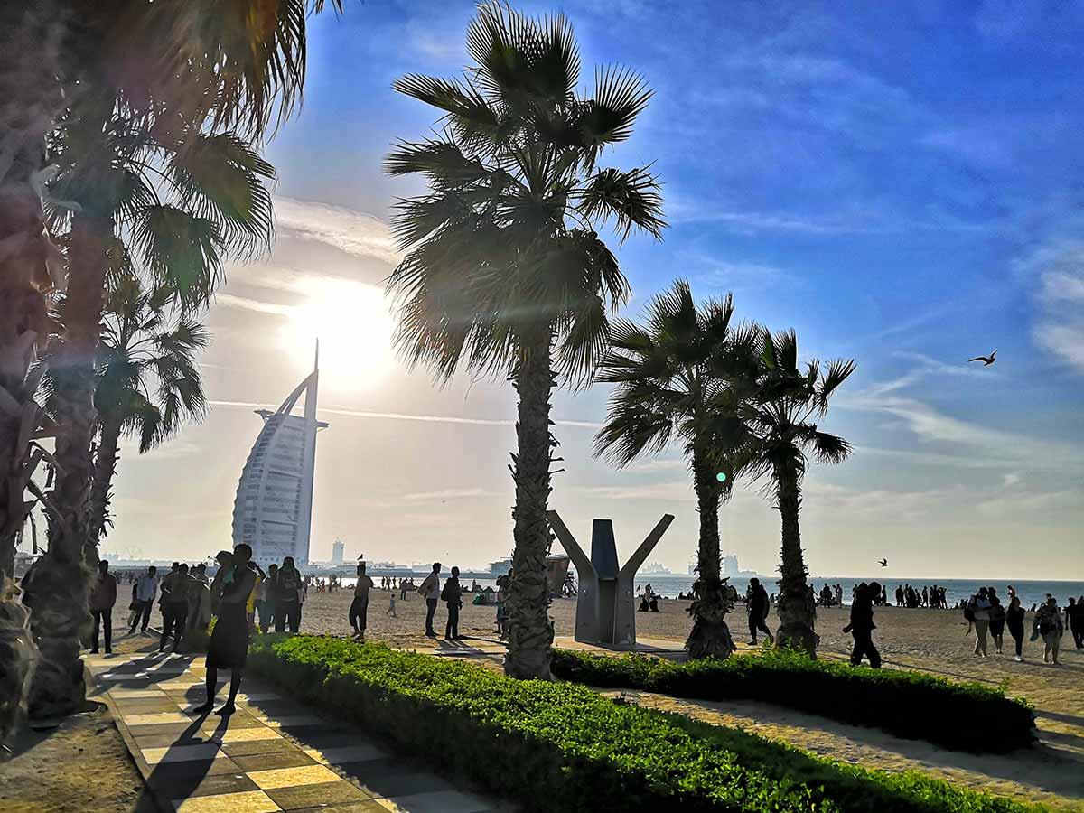 Il lungomare di Jumeirah Dubai con la passeggiata