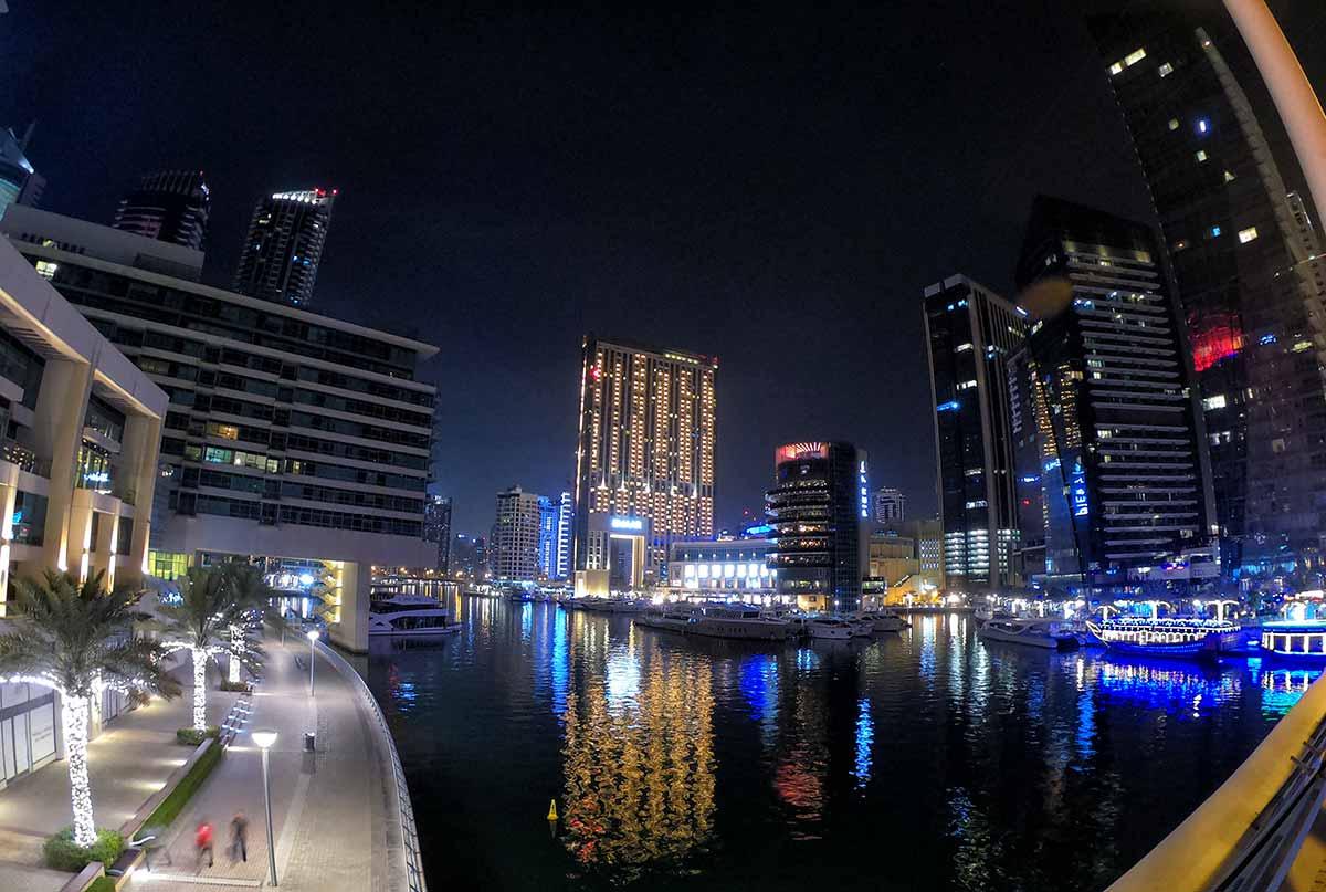 Dubai Marina alla sera