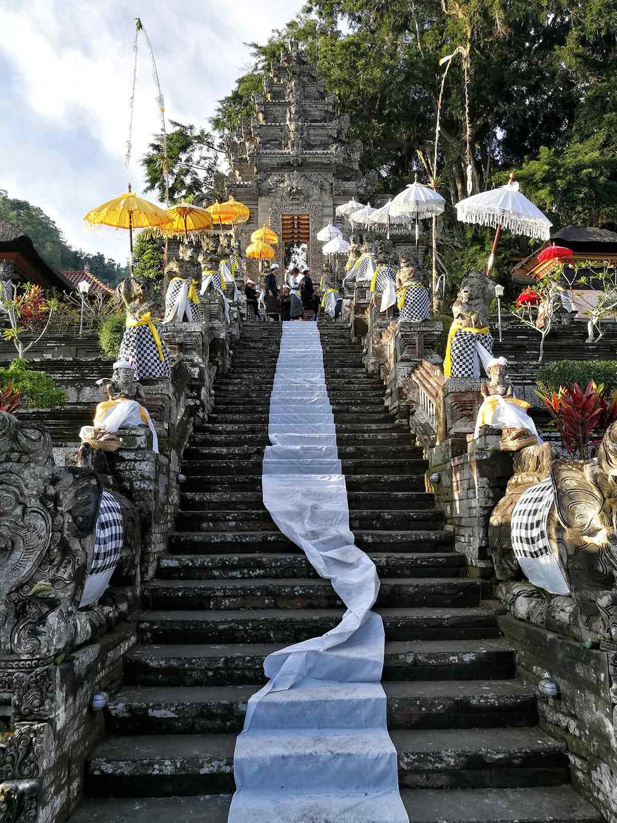 La scalinata all'ingresso del tempio di Pura Kehen