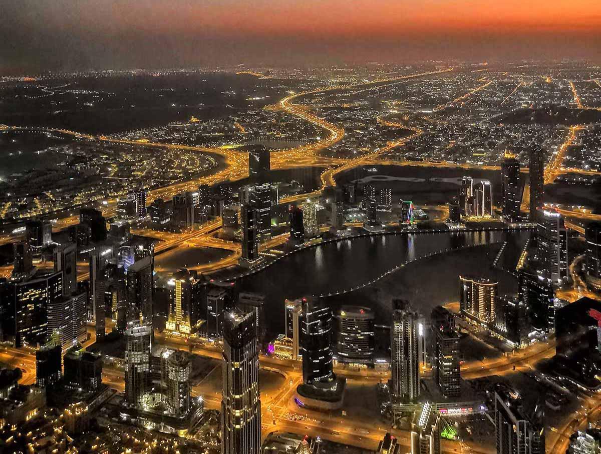Vista dall'alto di Dubai al tramonto