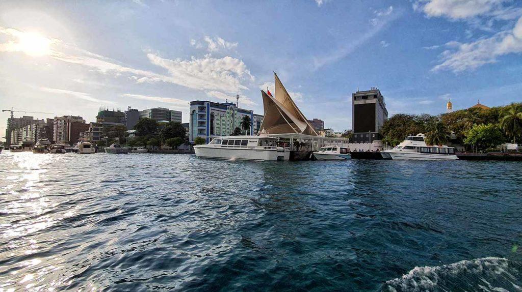 L'attracco del molo di Malé