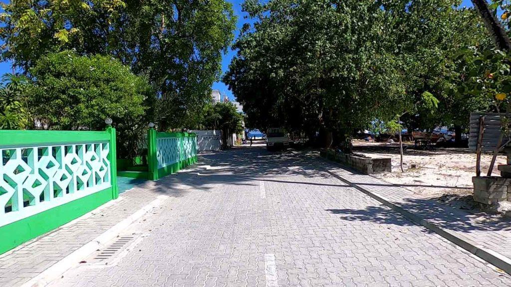 La strada principale di Mahibadhoo