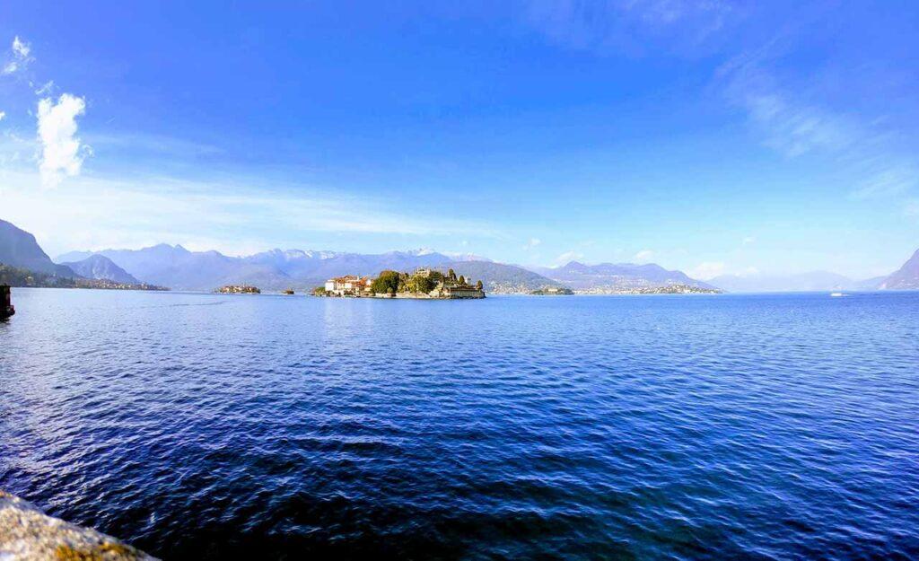Le Isole Borromee viste dal lungolago di Stresa