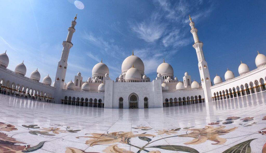 La grande moschea biancha di Abu Dhabi