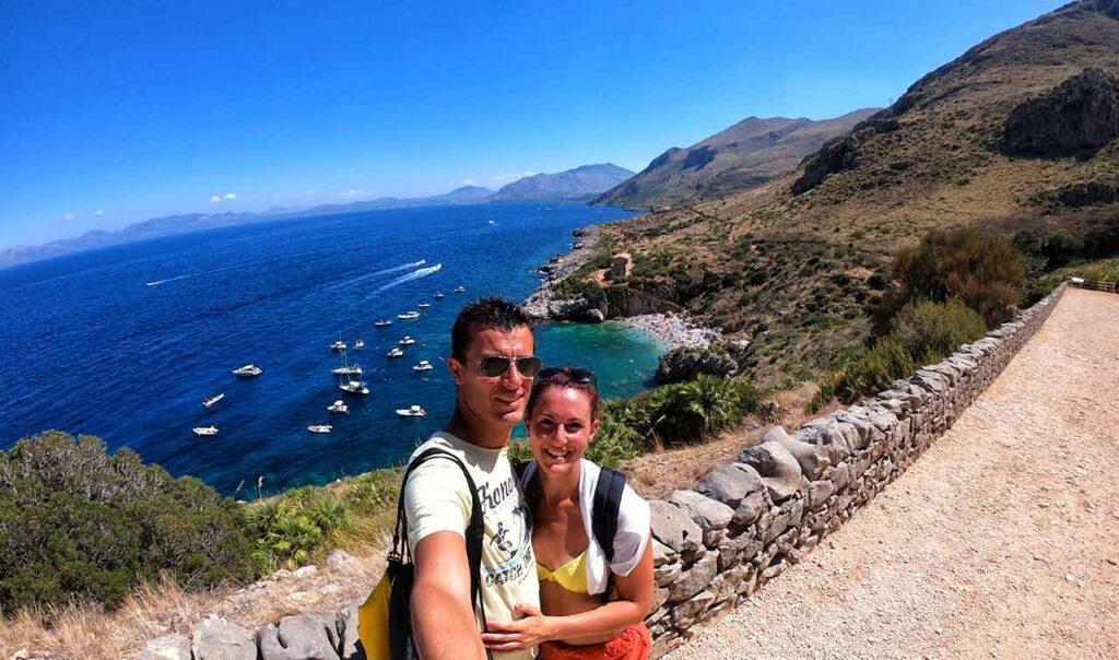 Marta e Marcello alla Riserva dello Zingaro in Sicilia
