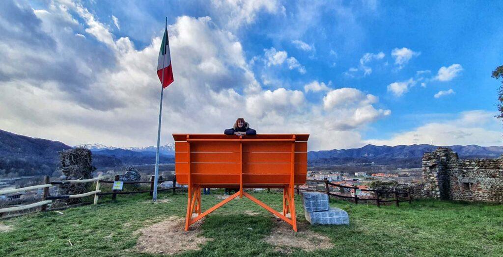 Marta Marcomini sulla Panchina Gigante di Prato Sesia