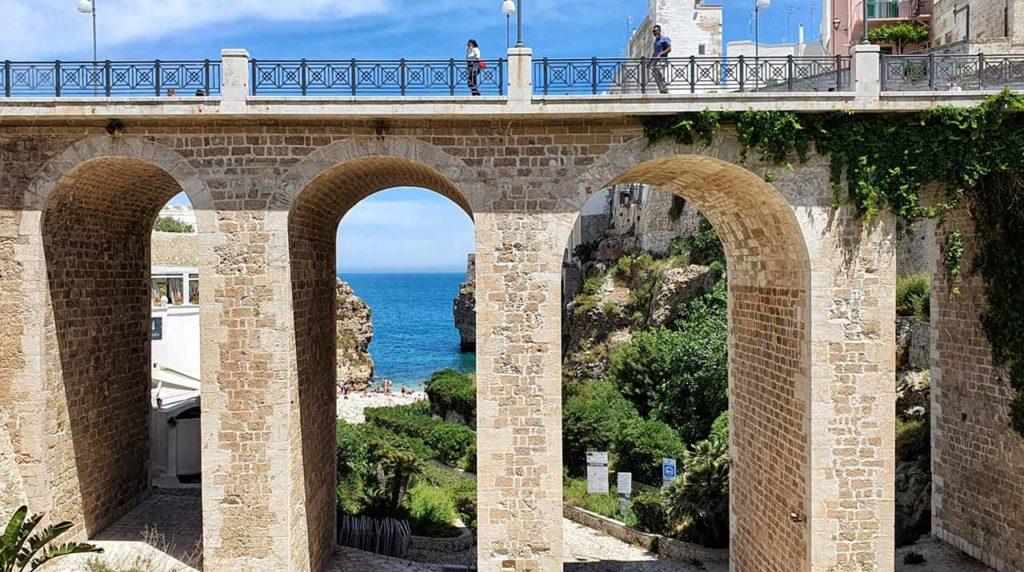 Il ponte di Polignano a Mare su Lama Monachile