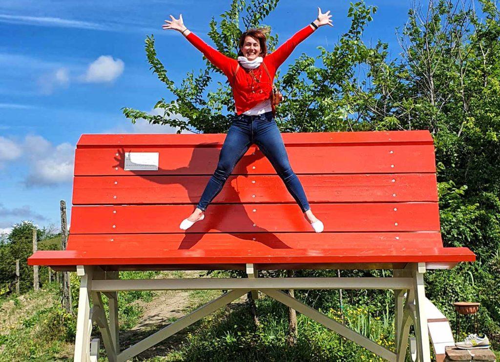Marta Impiegata Giramondo sulla Panchina Gigante di Rosignano