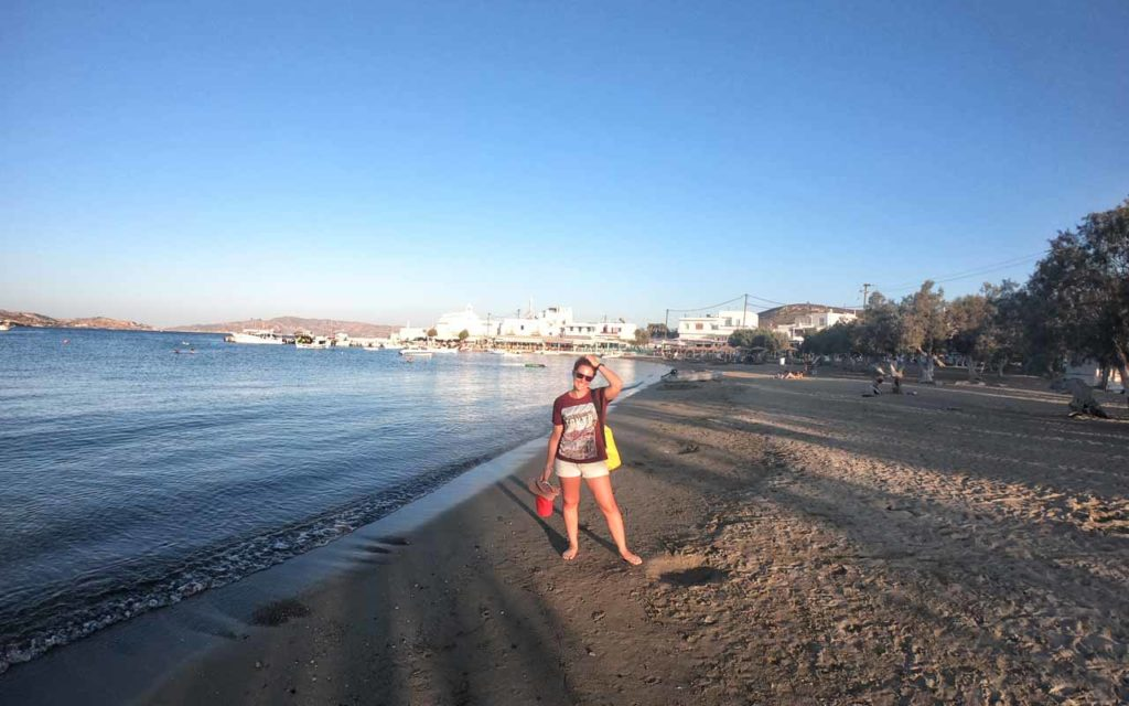 La spiaggia di Pollonia con molti hotel e B&B